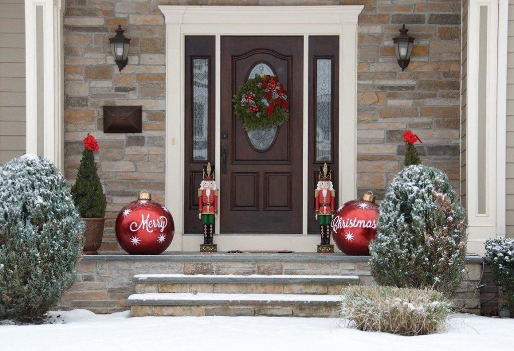 Christmas door and feng shui
